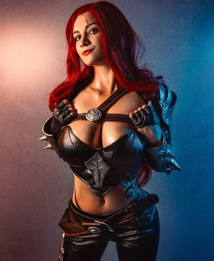 Katarina Cosplay From League Of Legends By Ponka
