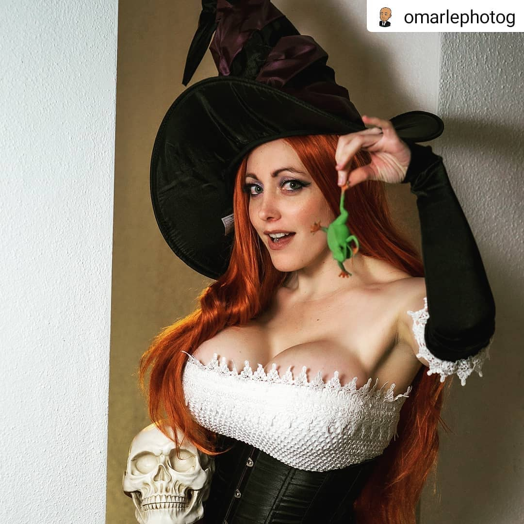 Sorceress From Dragon's Crown By Alina Masquerade