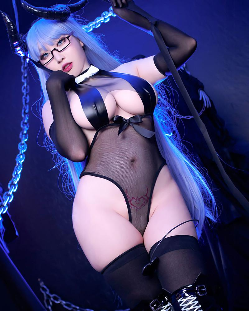 Succubus Gneisenau Azur Lane Cosplay By Rinnie Riot