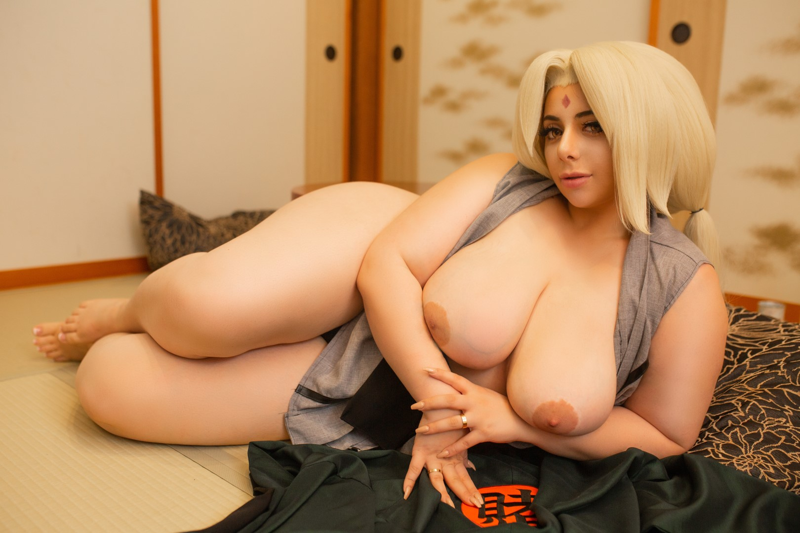 Momokun As A Drunk Tsunade