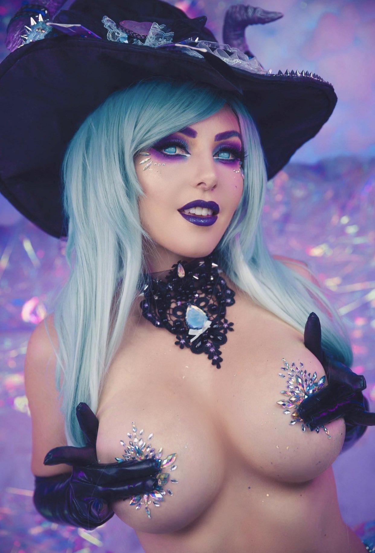 Jessica Nigri As A Witch