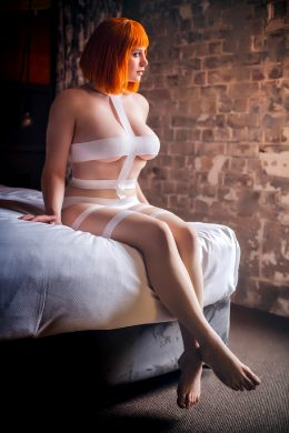 "Amyable Cosplay As ""Leeloo"" From ~The Fifth Element~"