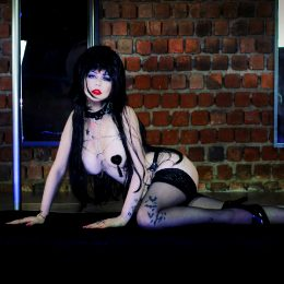 Elvira ?? By Giu Hellsing