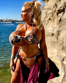Huge Breasted Allegra Cole As Slave Leia