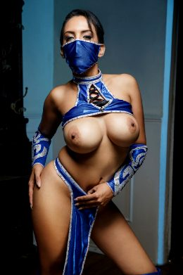 Katrina Moreno As Kitana – Mortal Kombat