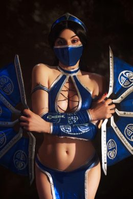 Kitana From Mortal Kombat By Sophie Katssby