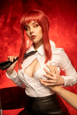 Makima From Chainsaw Man Cosplay By Helly Valentine