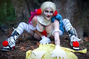 Pennywise Harley Quinn From It And Batman By Captive Cosplay