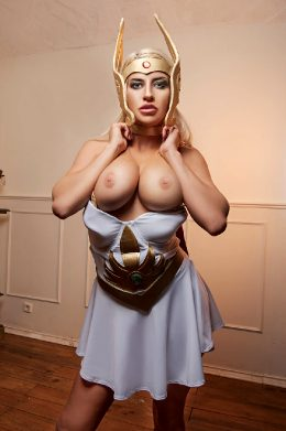 Sienna Day As SHE-RA