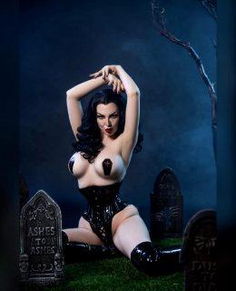 Vampira By Ashlynne Dae